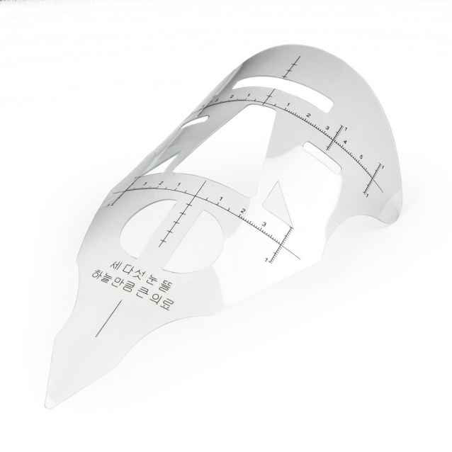 Mask ruler for measuring face proportions